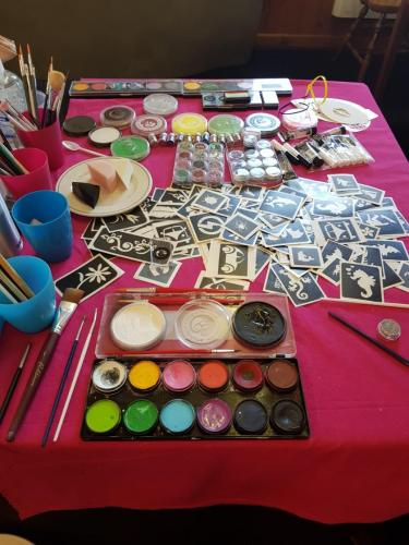 Glitter & Face painting station